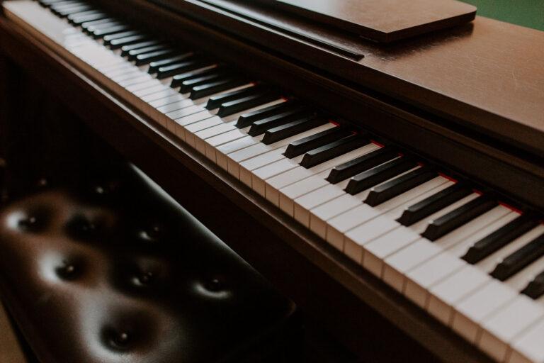"""Aicina Latvijas pedagogus uz labās prakses piemēru darbnīcu mūzikā un teātra mākslā """"ATVER KRĀJKONTU"""""""